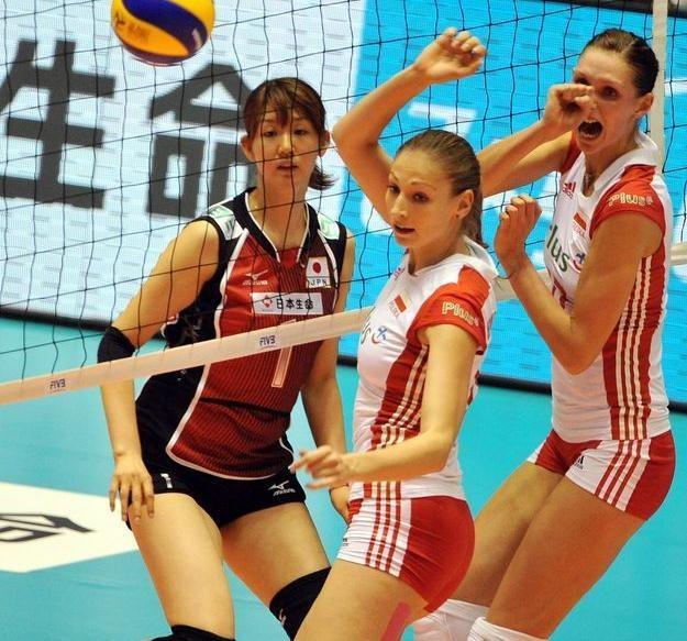 Polskie siatkarki: Joanna Kaczor (z prawej) i Agnieszka Bednarek-Kasza /AFP