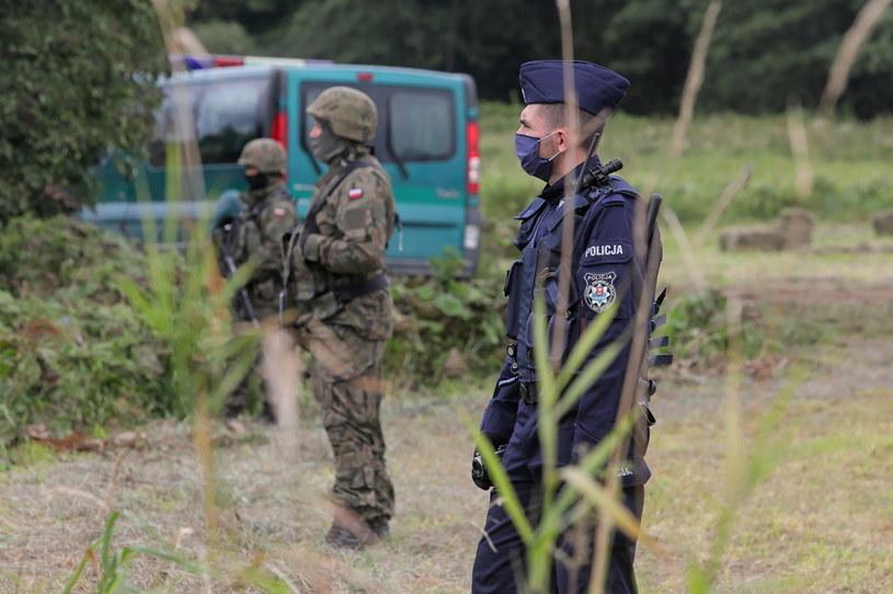 Polskie służby na granicy z Białorusią /PAP/Artur Reszko /PAP