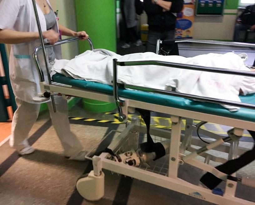 Polskie szpitale nie są przystosowane do tego, by zapewnić pacjentom intymność w chwili umierania /Piotr Kamionka /Reporter