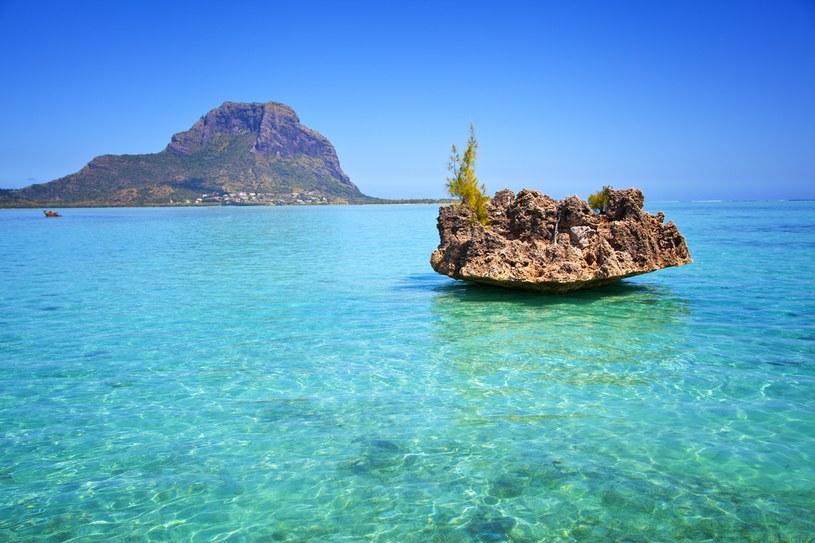 Południowe i zachodnie wybrzeże Mauritiusa przede wszystkim przyciąga spragnionych wypoczynku na plaży /123RF/PICSEL