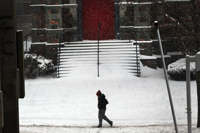 Południowe stany USA przygotowują się na kolejne śnieżyce. /AFP