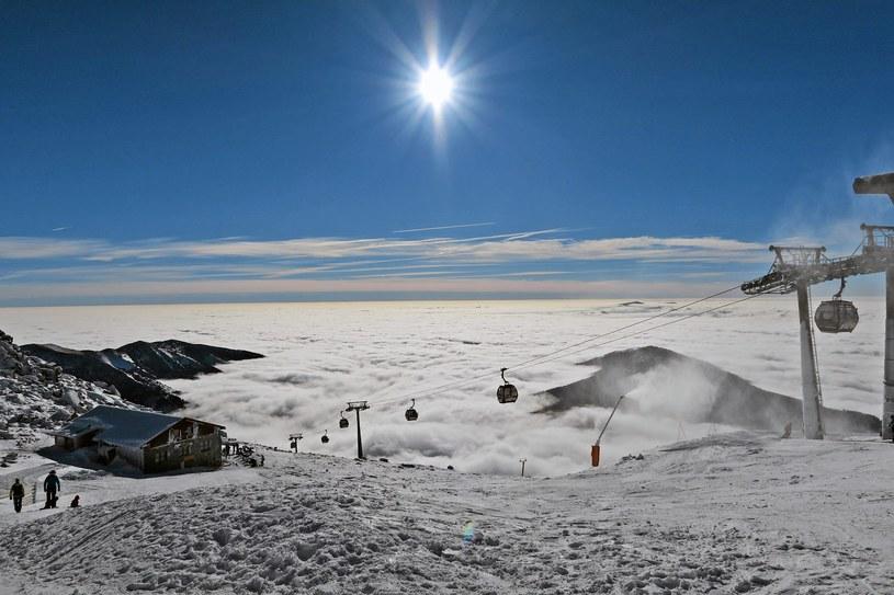 Poludniowe stoki i trasy narciarskie Kosodrewina w chmurach ukryty rejon Hohenhorie /Marek Podmokly  /
