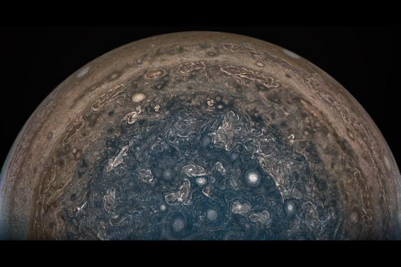 Południowy obszar polarny Jowisza (przetworzony obraz z danych z Juno) /NASA