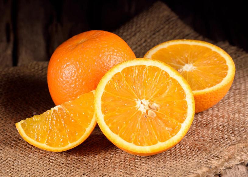 Pomarańcze mogą zapobiegać powstawaniu kamieni nerwkoych /123RF/PICSEL