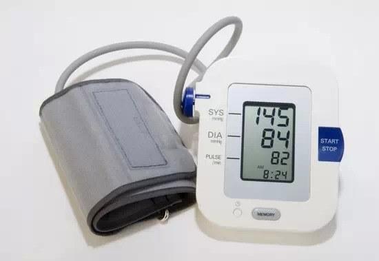Pomiar ciśnienia krwi /© Photogenica
