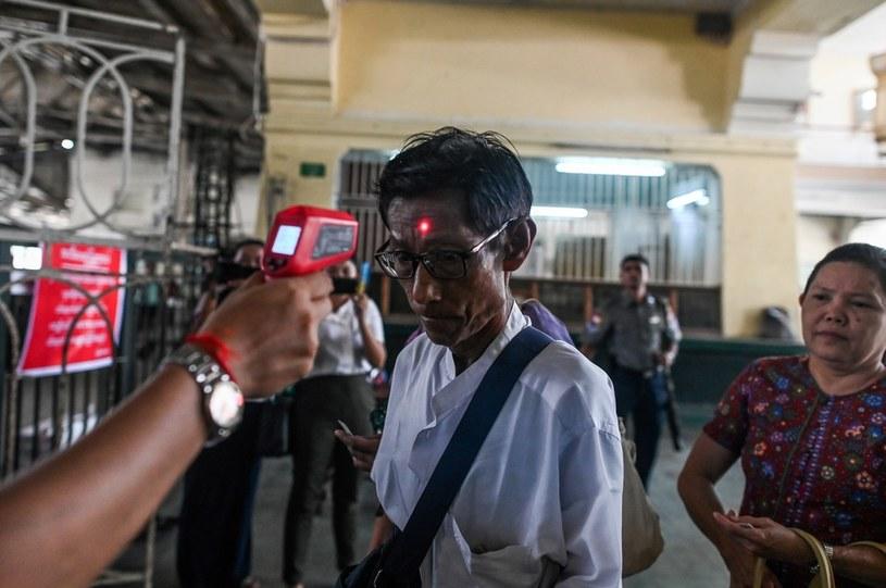 Pomiar temperatury ciała u pasażerów w Jangonie /Ye Aung Thu / AFP /AFP
