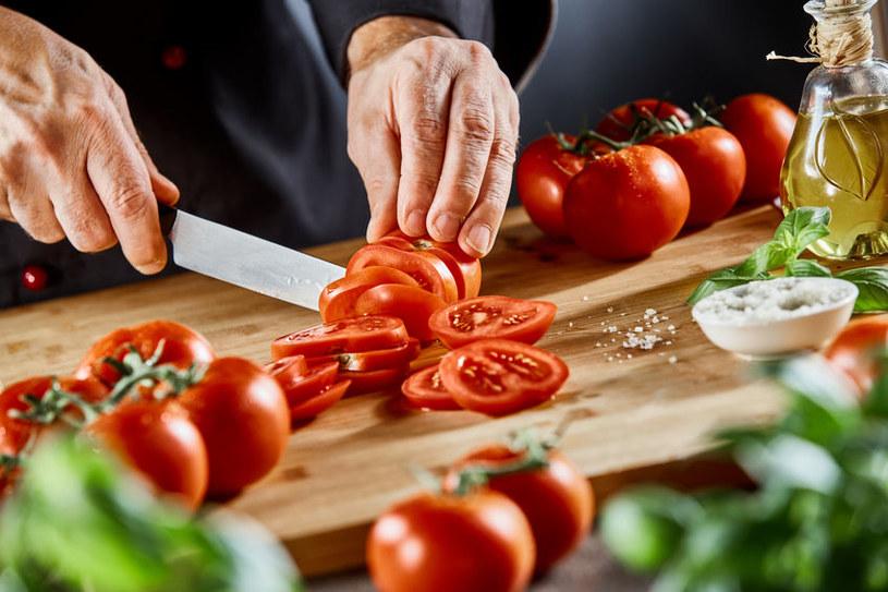 Pomidor z solą podnosi ciśnienie /123RF/PICSEL