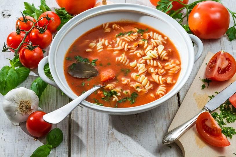 Pomidorowa na młodej włoszczyźnie /123RF/PICSEL