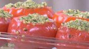 Pomidory faszerowane kaszą jęczmienną z pesto