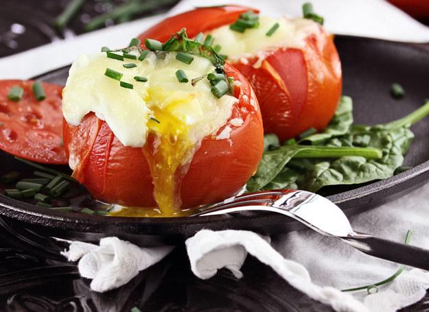 Pomidory i awokado - doskonałe połączenie. /123RF/PICSEL