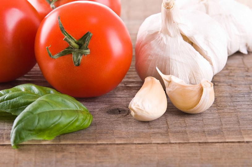 Pomidory i czosnek - te produkty mogą wywoływać egzemę! /123RF/PICSEL