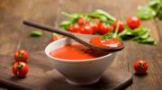 Pomidory i szpinak: Gotować, smażyć czy jeść na surowo?