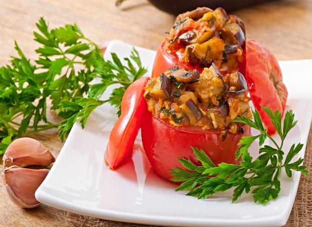 Pomidory nadziewane bakłażanem i grzybami /123RF/PICSEL