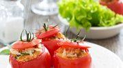 Pomidory z bułką i serem