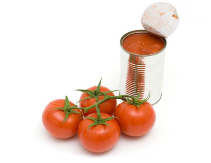 Pomidory z puszki a zdrowie /© Photogenica
