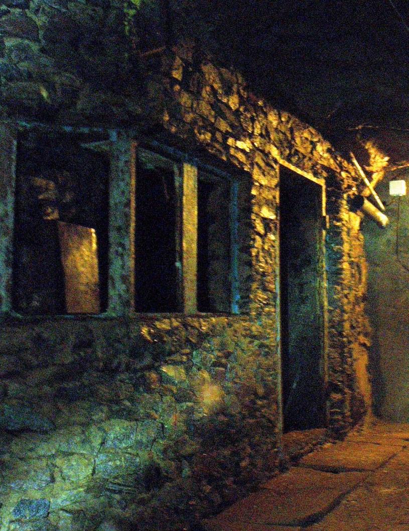 Pomieszczenie dla personelu wewnątrz Inhalatorium. Stan z września 2011 roku. /Odkrywca