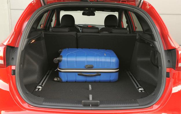 Pomimo deklarowanych 528 l, bagażnik jest raczej przeciętny. Pod podłogą jest schowek. /Motor