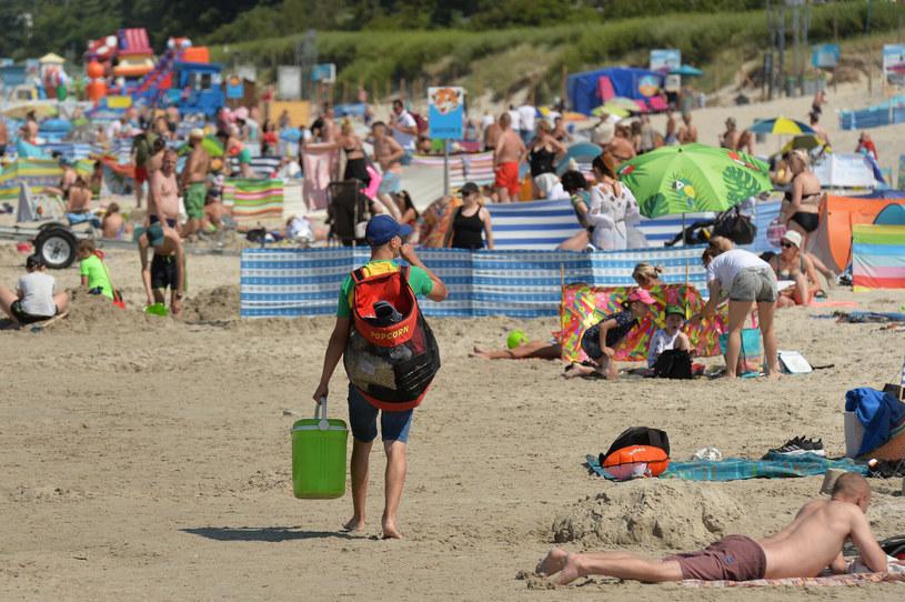 Pomimo uciążliwych tłumów, Bałtyk nadal cieszy się ogromną popularnością /GERARD/ REPORTER /East News