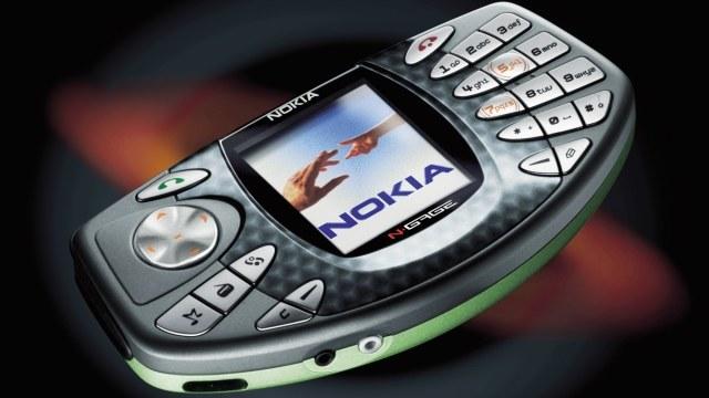 """Pomimo usilnych prób, Nokii nie udało się """"zawojować"""" rynku przenośnych sprzętów do grania /INTERIA.PL"""