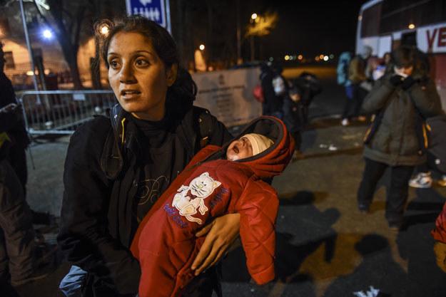 Pomimo zimy każdego dnia na serbskiej granicy jest prawie dwa i pół tysiąca uchodźców /AFP