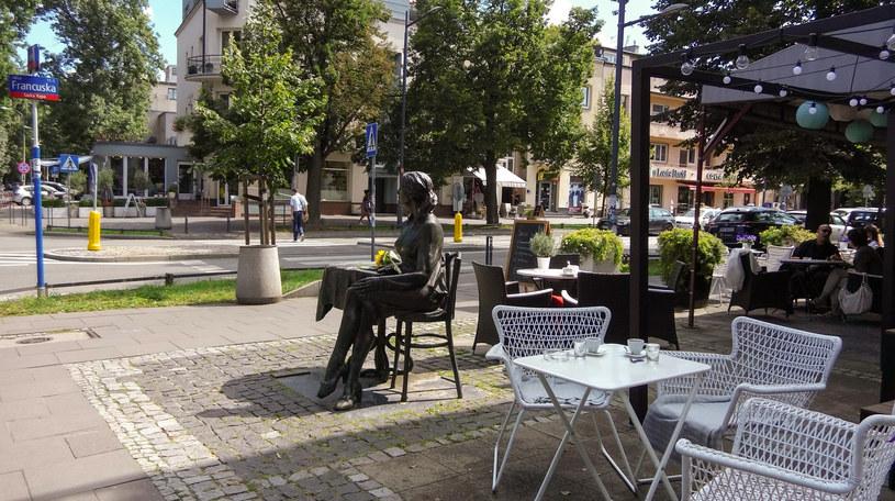 Pomnik Agnieszki Osieckiej przy Rue de Paris /Styl.pl