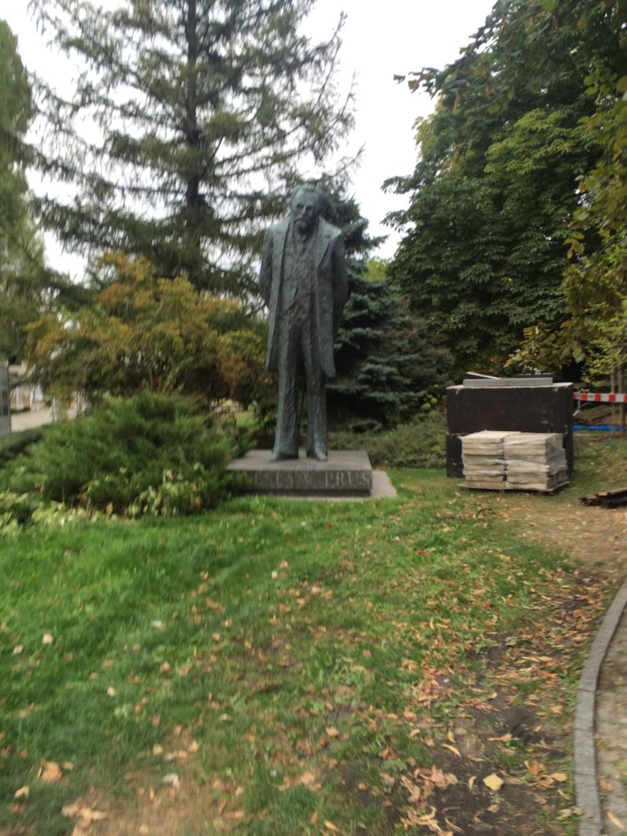 Pomnik Bolesława Prusa przy Krakowskim Przedmieściu w Warszawie /Michał Dobrołowicz /RMF FM