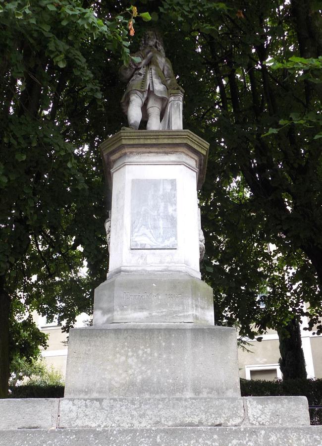 Pomnik Daniela Paschasiusa von Osterberg w Wambierzycach /www.zamki.res.pl /Odkrywca