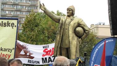 Pomnik Donalda Tuska stanął przed Sejmem