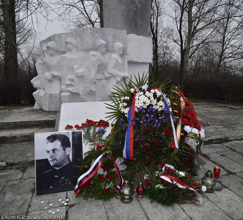 Pomnik generała Iwana Czerniachowskiego w Pieniężnie został zdemontowany /Piotr Płaczkowski /Reporter