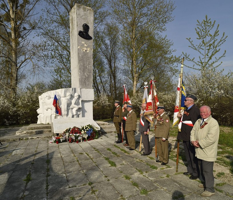Pomnik generała Iwana Czerniachowskiego /Piotr Płaczkowski /Reporter