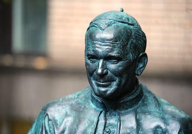 Pomnik Jana Pawła II w Moskwie /PAP/ITAR-TASS / Alexandra Mudrats /PAP