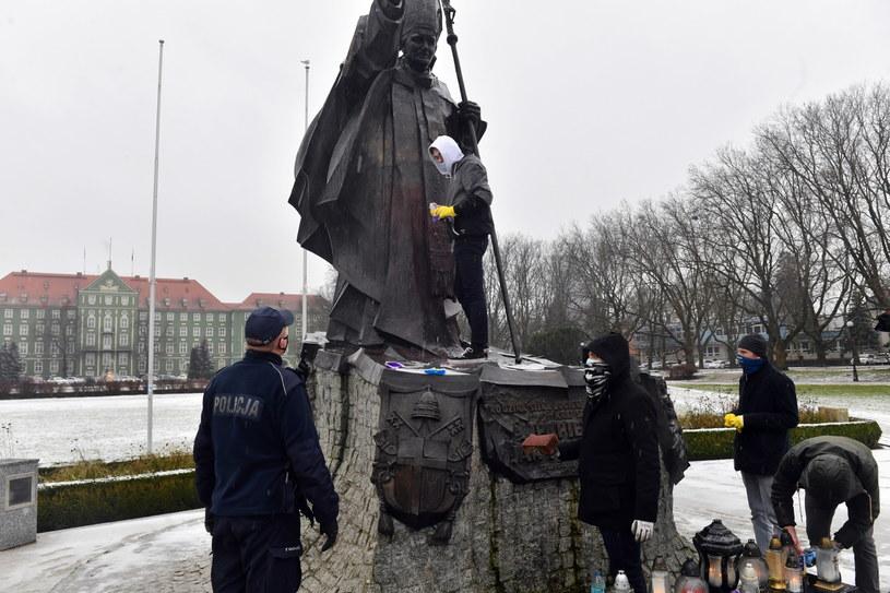 Pomnik Jana Pawła II w Szczecinie / Marcin Bielecki    /PAP