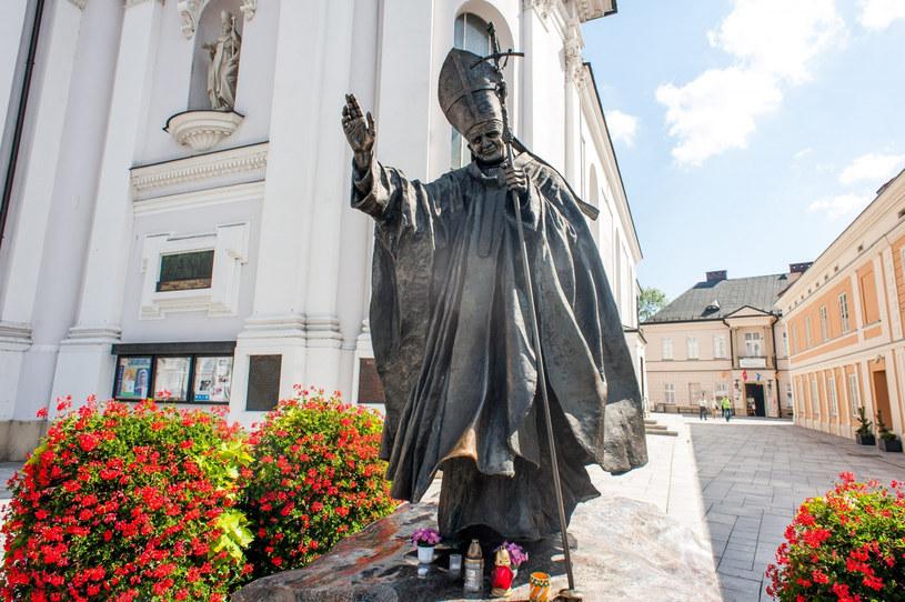 Pomnik Jana Pawła II w Wadowicach /Jakub Wysocki /Reporter