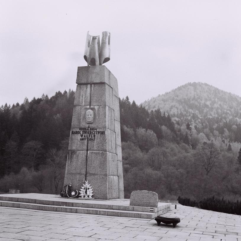 Pomnik Karola Świerczewskiego w Bieszczadach /East News