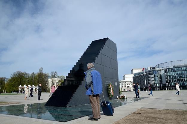 Pomnik katastrofy smoleńskiej pl. Piłsudskiego. Fot. Bartłomiej Magierowski /Agencja SE/East News