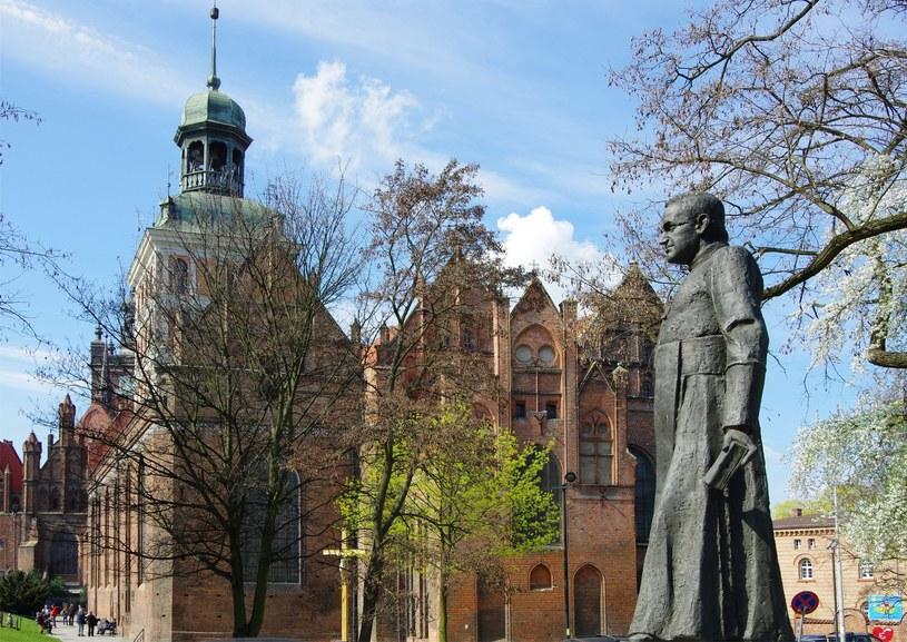 Pomnik ks. Jankowskiego w Gdańsku /ZOFIA I MAREK BAZAK  /East News