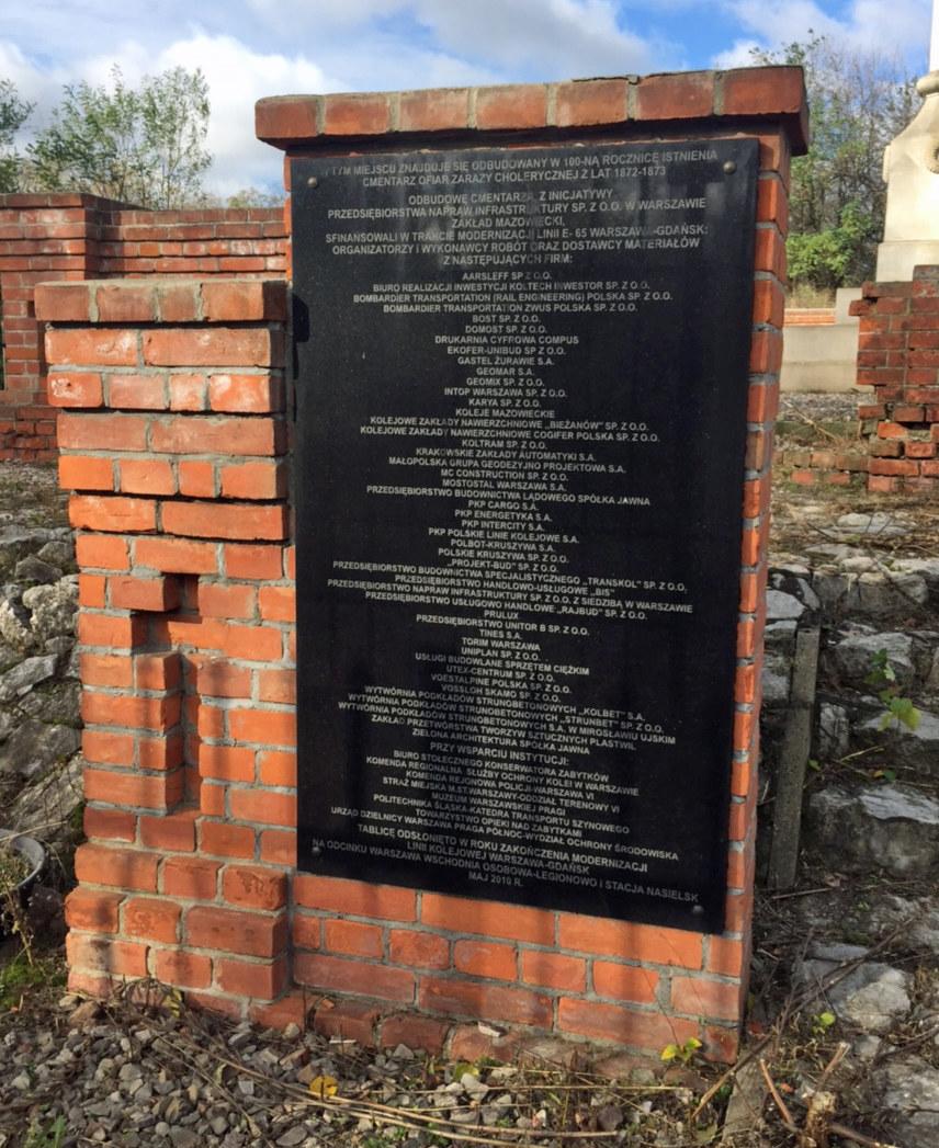 Pomnik, który postawiono na cmentarzu w 2009 roku /Izba Administracji Skarbowej w Katowicach /