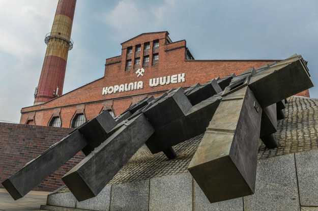 Pomnik ku czci górników Kopalni Wujek poległych 16 grudnia 1981 roku /Gerard /Reporter