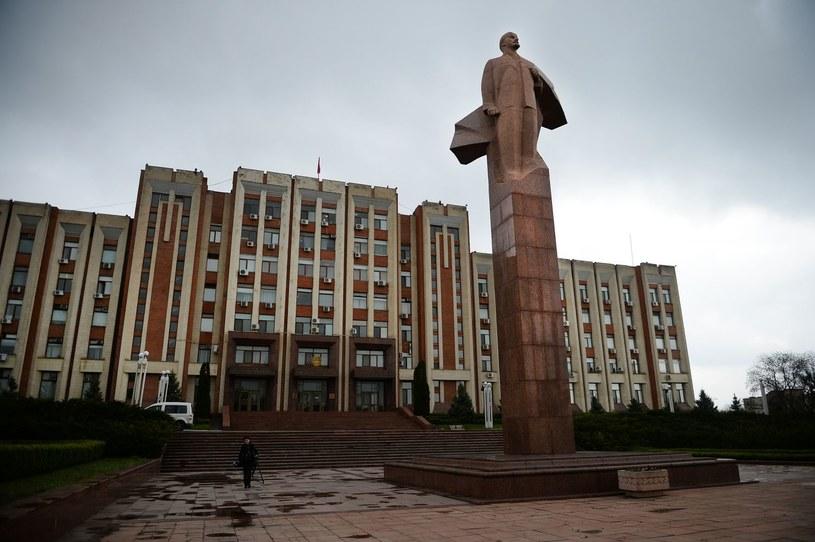 Pomnik Lenina góruje nad Tyraspolem /AFP