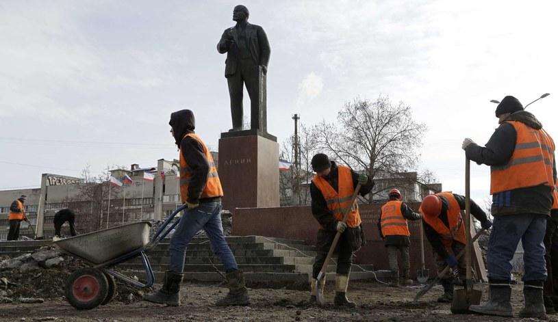 Pomnik Lenina w Symferopolu na Krymie /AFP