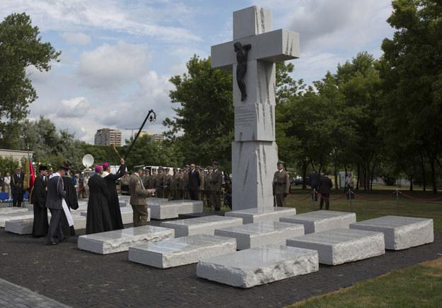 Pomnik Ofiar Zbrodni Wołyńskiej w Warszawie /Andrzej Hulimka  /Reporter
