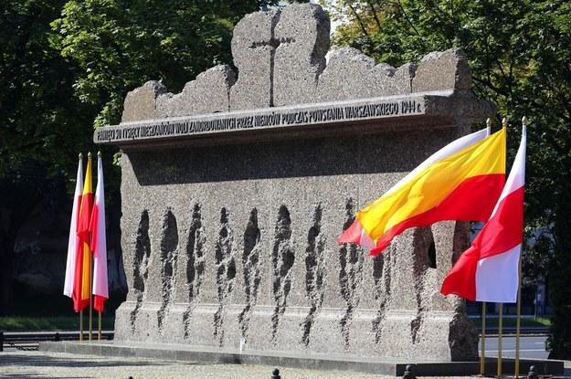 Pomnik pamięci pomordowanych przez Niemców mieszkańców Woli /Twitter @MiejskaWola /