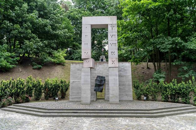 Pomnik polskich profesorów, zamordowanych przez Niemców w 1941 r. we Lwowie / Maciej Kulczyński    /PAP