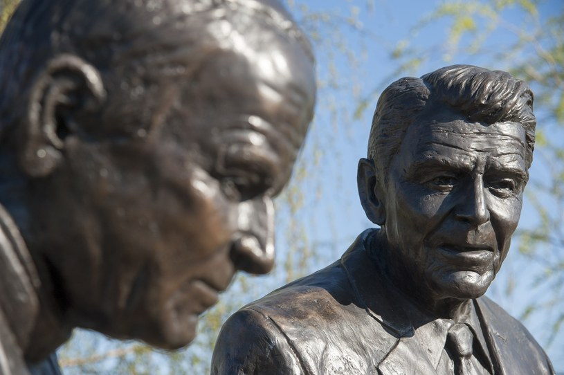 Pomnik spacerujących papieża Jana Pawła II i prezydenta USA Ronalda Reagana /Fot. Wojciech Strozyk /Reporter