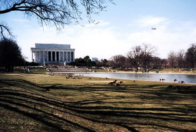 Pomnik upamiętniający Abrahama Lincolna znajdujący się w parku National Mall w Waszyngtonie /123RF/PICSEL