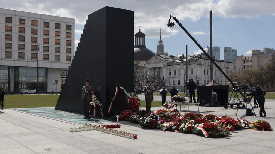 Pomnik upamiętniający ofiary katastrofy smoleńskiej /Piotr Szydłowski /RMF FM