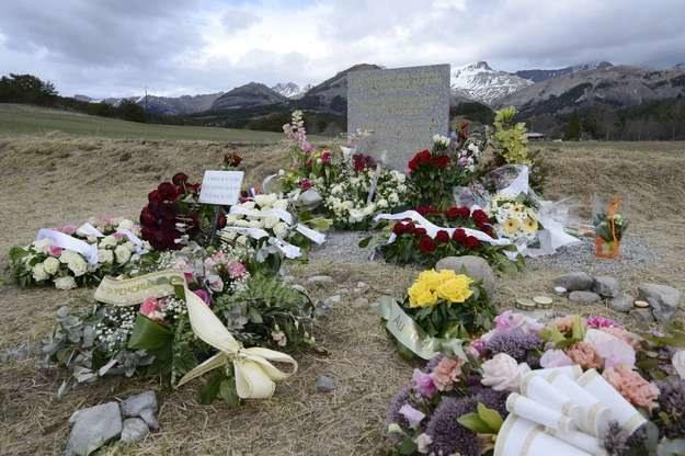 Pomnik upamiętniający ofiary katastrofy /AFP