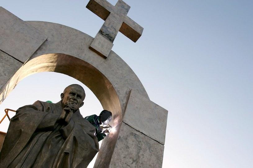 Pomnik w Ploermel /AFP