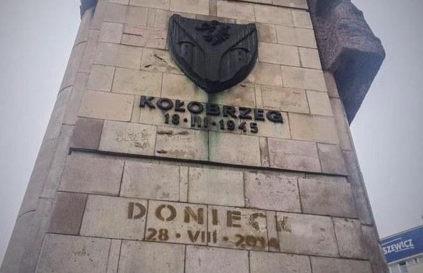 Pomnik Wdzięczności Armii Czerwonej z dodatkowym napisem /Aneta Łuczkowska /RMF