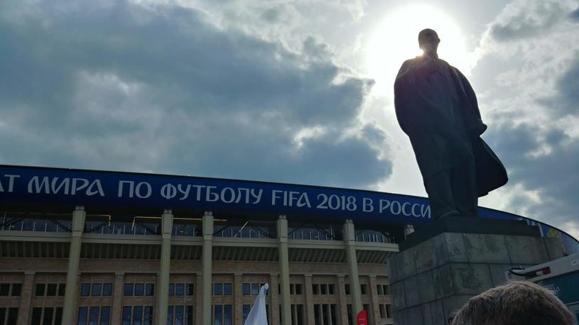 Pomnik Włodzimierza Lenina przed stadionem w Moskwie /Rafał Walerowski /INTERIA.PL